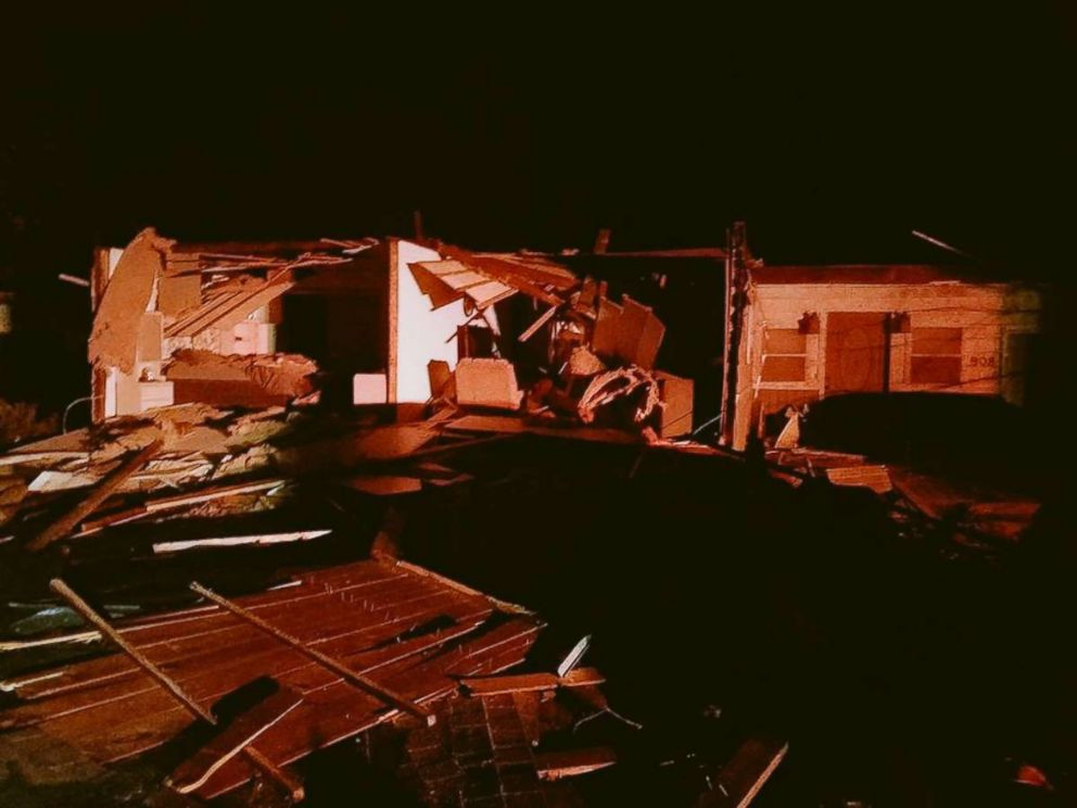 21 injured, 100 homes damaged in south IL tornado