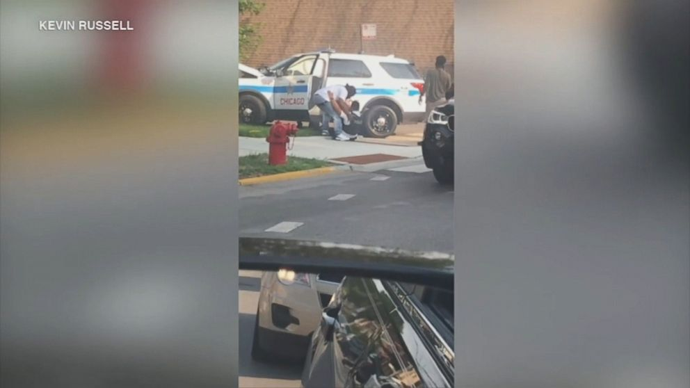 Good Samaritans rushed to help a Chicago police officer after a car accident.