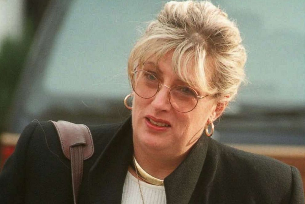 PHOTO: Former White House staffer Linda Tripp leaves her home in Columbia, Md., Jan. 21, 1998.
