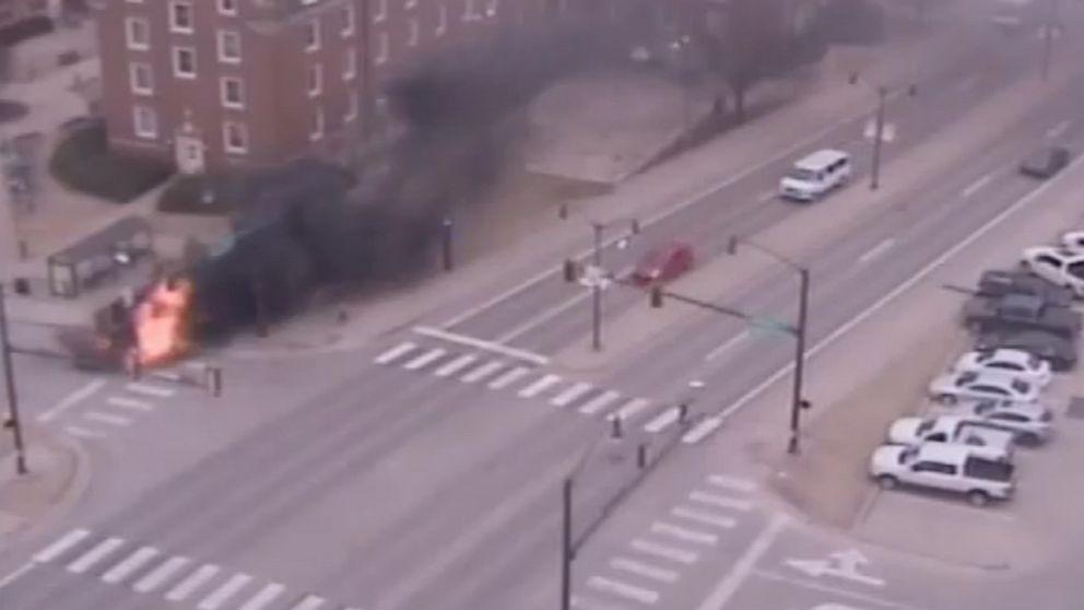 Universität Mitarbeiter spart Mann gefangen in der brennenden LKW