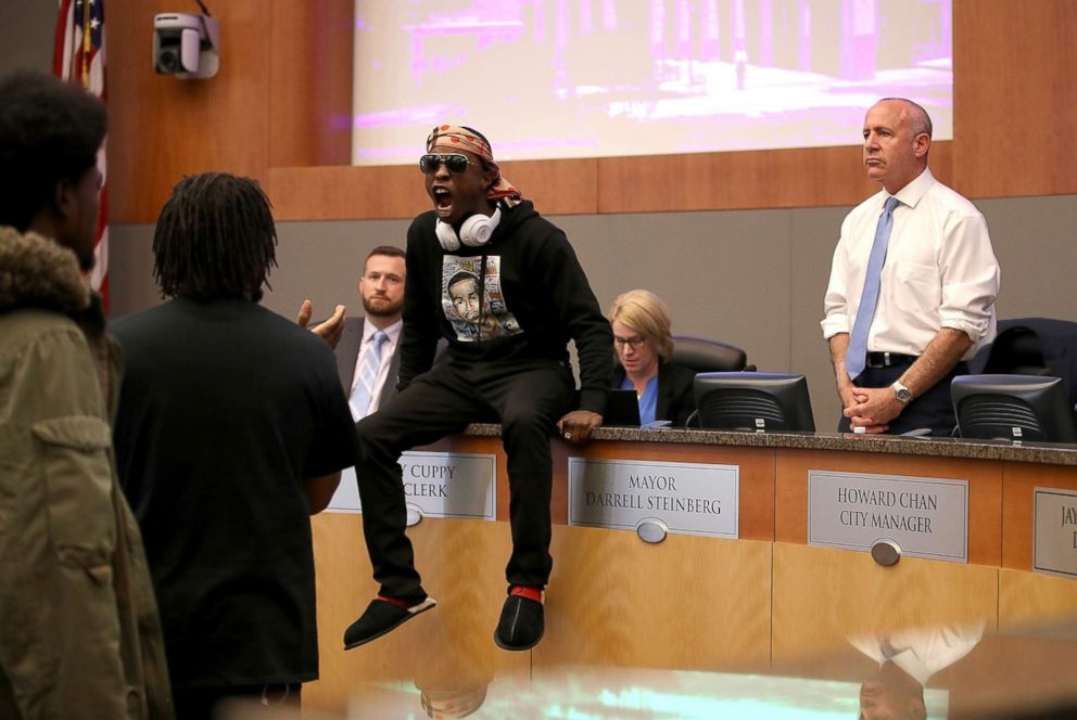 PHOTO: Stevante Clark, brother of Stephon Clark, disrupts a special city council meeting meeting at Sacramento City Hall, March 27, 2018, in Sacramento, Calif.