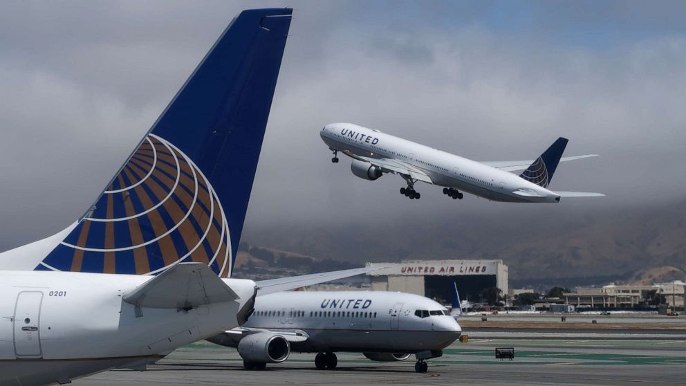 United Airlines pilot arrested for suspected intoxication appears i