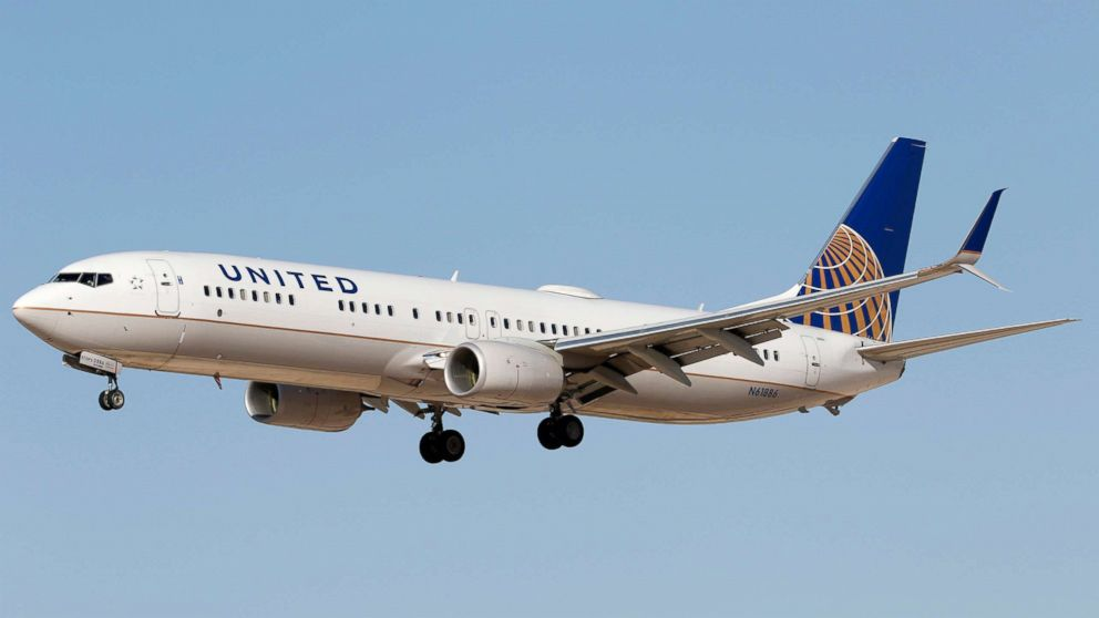 Good Morning America United Airlines : Bumped united passenger walks away with voucher