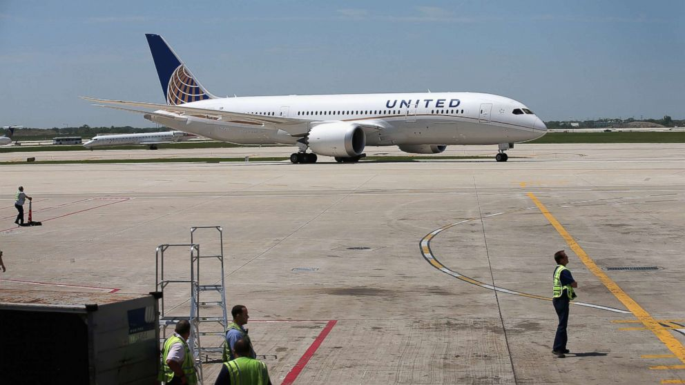 A United Airlines Boeing 787 Dreamliner taxis to a gate at O'Hare International Airport after taking off from Houston, May 20, 2013 in Chicago in this file photo.