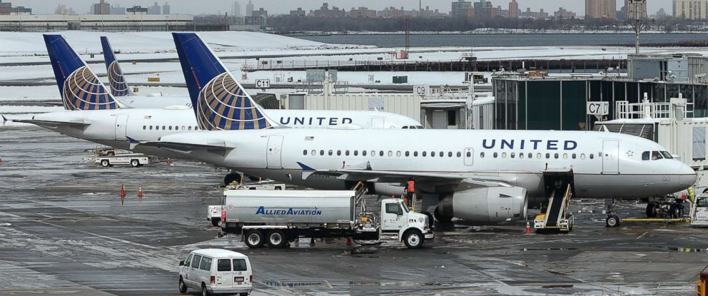 PHOTO: United Airlines jets sit on the tarmac at LaGuardia Airport in New York, March 15, 2017.