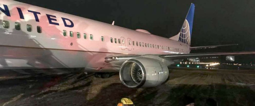 PHOTO: A United flight skidded off the runway as it landed in Green Bay on Friday morning, Feb. 23, 2018.