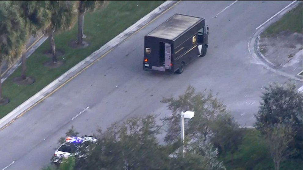 4 killed in shootout following theft of UPS truck in Florida: Police