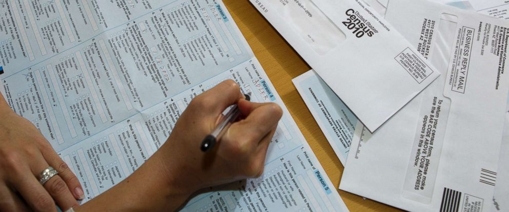 PHOTO: A married couple fill out their 2010 U.S. Census form at the kitchen table of their south Austin home in 2010.