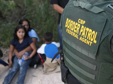 US to stop detaining some migrant families apprehended at border