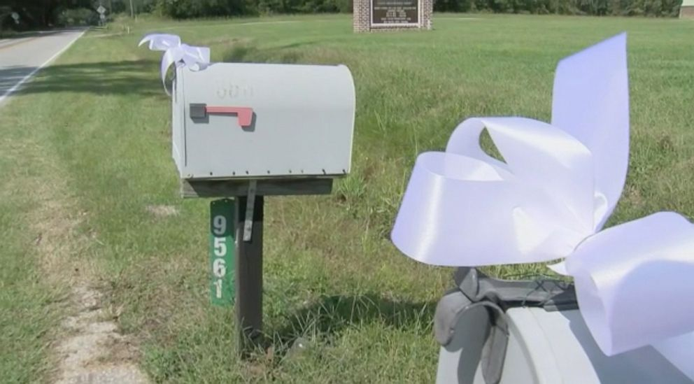 PHOTO: Ribbons have been attached to the mailboxes on the former route of postal worker Irene Pressley, who was shot and killed while on her delivery route.