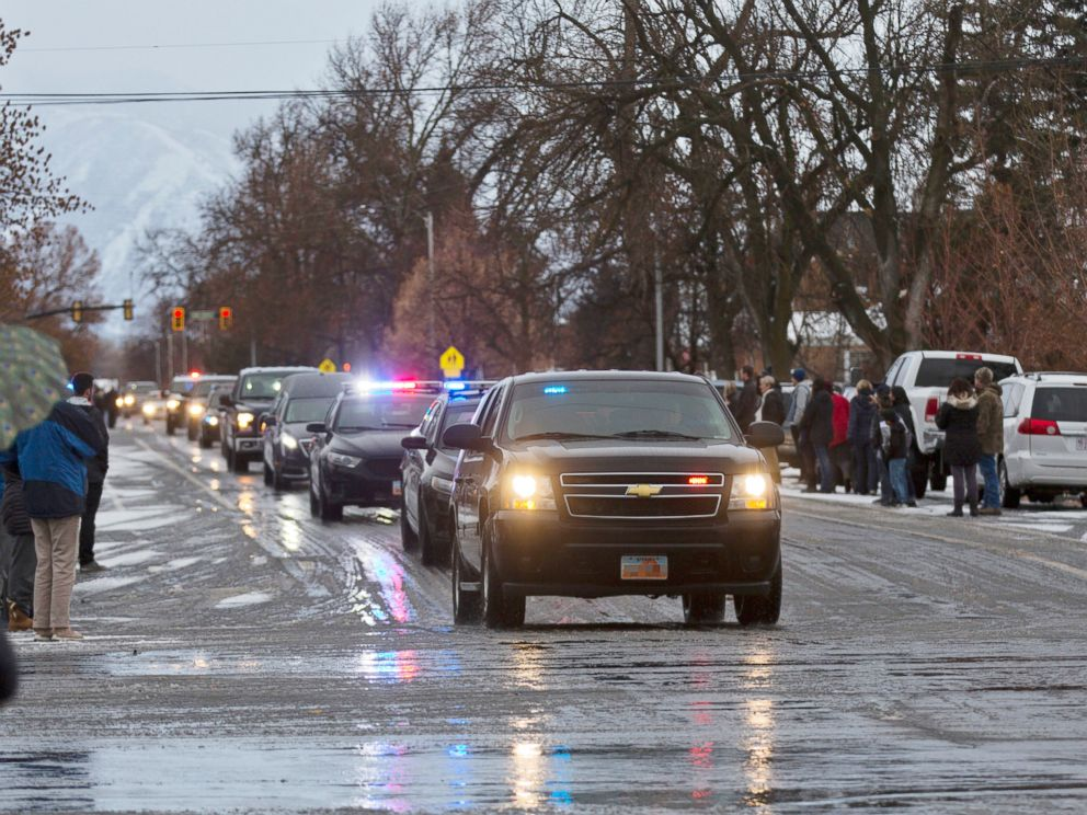 PHOTO: A procession of legislation enforcement vehicles escorting the hearse carrying Provo Police Officer Joseph Shinners makes its capability to Wheeler Mortuary in Springville, Utah, Jan. 6, 2019.