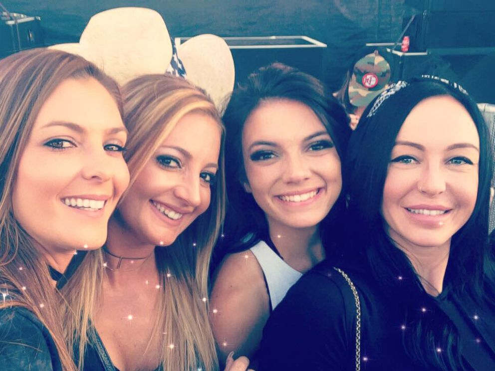 PHOTO: Lindsay Padgett with her friends at the Route 91 Harvest Music Festival in Las Vegas, Oct. 1, 2017.
