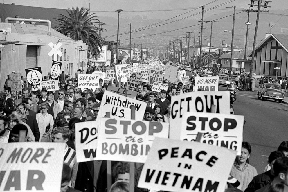 PHOTO: Thousands of anti-Vietnam demonstrators march through Oakland Calif., Nov. 20, 1965.