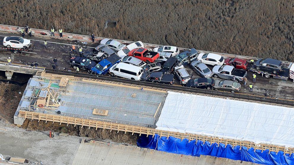 Mehr als 50 Menschen verletzt in der 69-Fahrzeug Autobahn pile-up