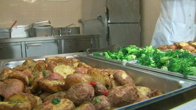 VIDEO: Elementary school in Queens, N.Y., has the first cafeteria in the city to go vegetarian.