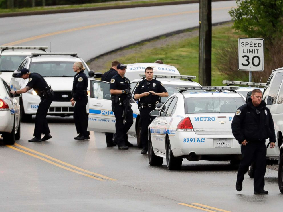 PHOTO: Nashville police officers gather alongside a wooded area as they search for a shooting suspect near a Waffle House restaurant, April 22, 2018, in Nashville, Tenn.