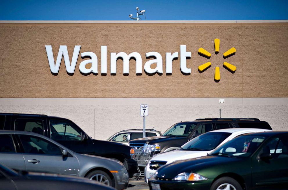 FOTO: Fahrzeuge stehen am Mittwoch, den 20. Februar 2013, auf dem Parkplatz vor einem Wal-Mart-Geschäft in East Peoria, Illinois, USA.