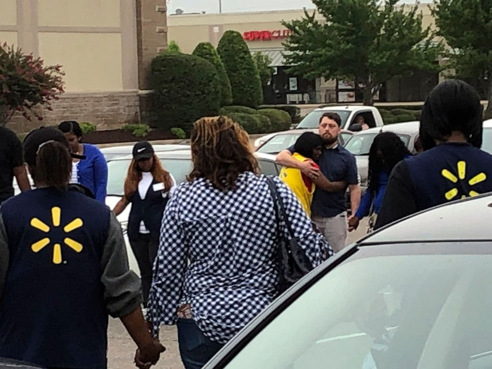 Dead, 1 Officer Wounded in Shooting at Mississippi Walmart