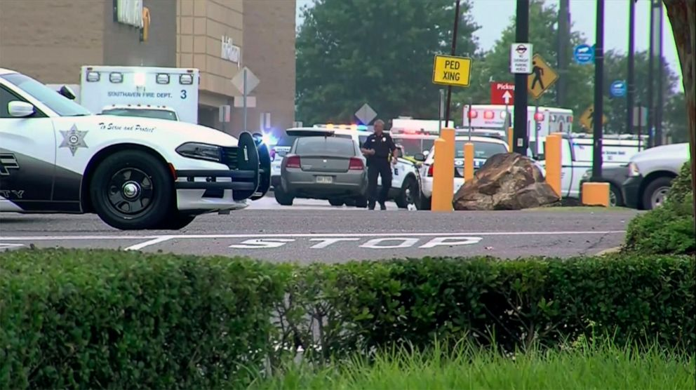 Walmart shooting in Southaven, Mississippi: 2 killed, police officer wounded