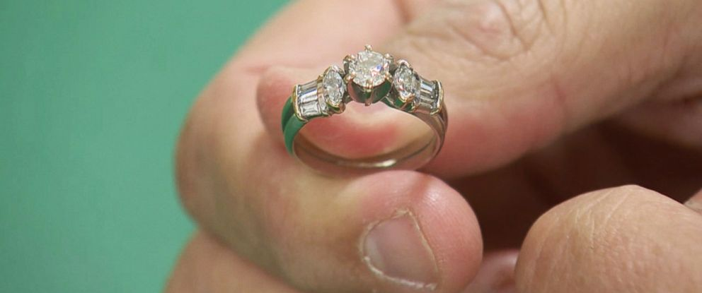 PHOTO: Salvation Army officials say that a diamond engagement ring and wedding band were dropped into their donation kettle in Billerica, Mass. on Dec. 7, 2015.