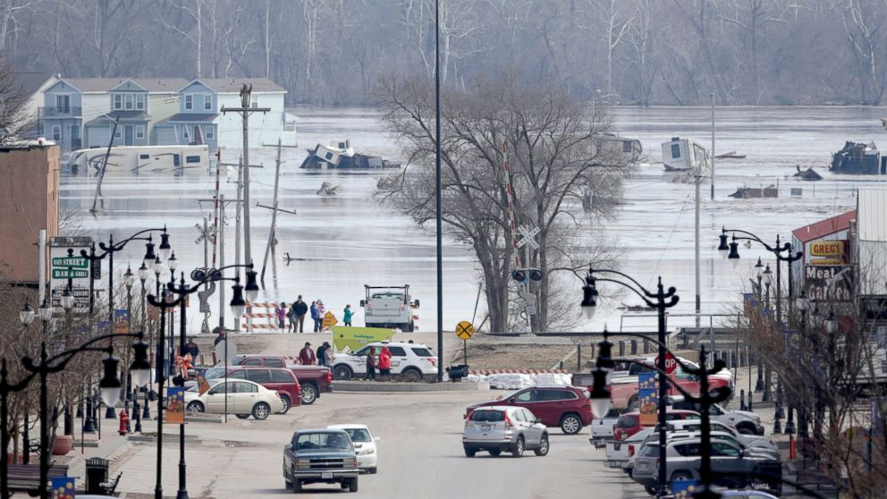 80-year-old woman trapped in home among 3 dead from historic flooding in Midwest thumbnail