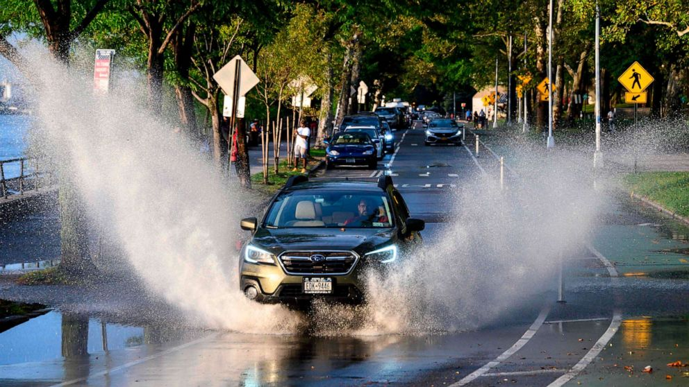Strong storms set to batter Midwest and East, record highs expected out West thumbnail