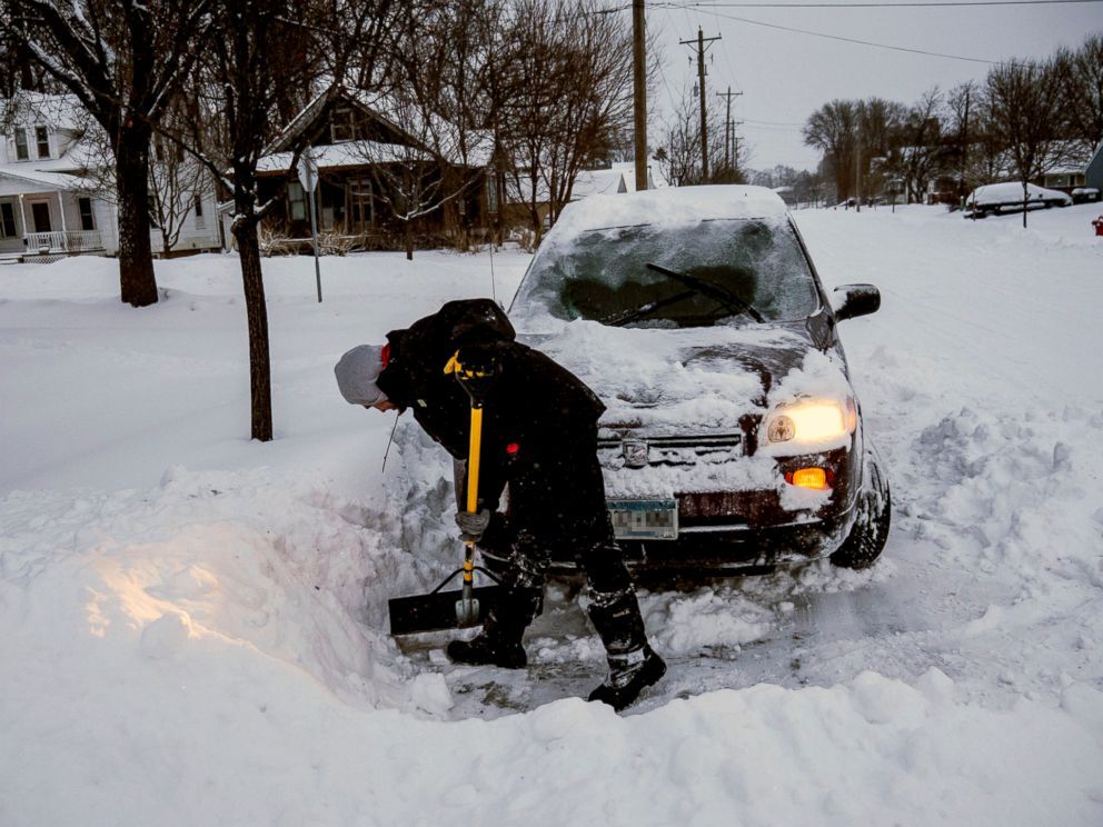 PHOTO: Adam Fischer shovels out his vehicle to go to work, Jan. 28, 2019, in Rochester, Minn.