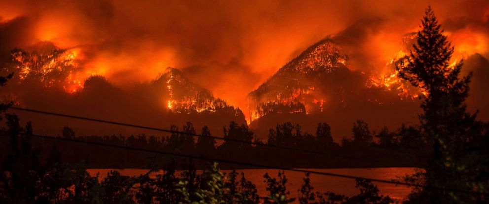 PHOTO: A wildfire burns in the Columbia River Gorge above Cascade Locks, Ore., Sept. 4, 2017.