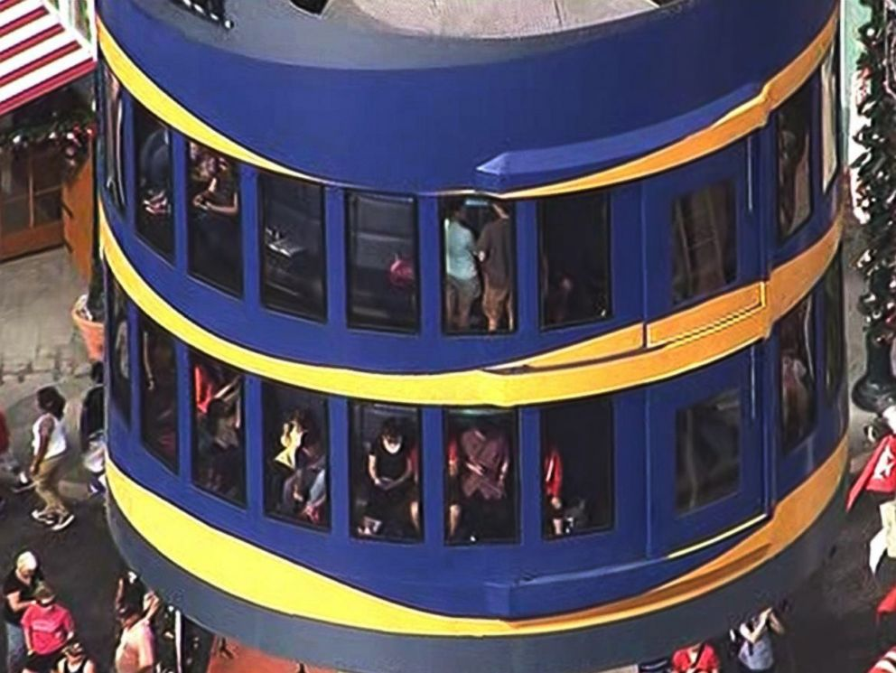PHOTO: Aerial footage shows park goers stuck on the Sky Tower ride at SeaWorld in Orlando, Fla., Dec. 21, 2015.