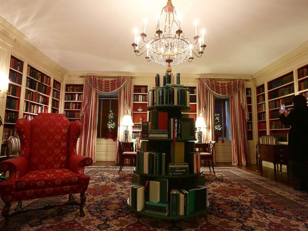 PHOTO: The library at the White House with a tree made of books, during a press preview of the 2017 holiday decorations Nov. 27, 2017.
