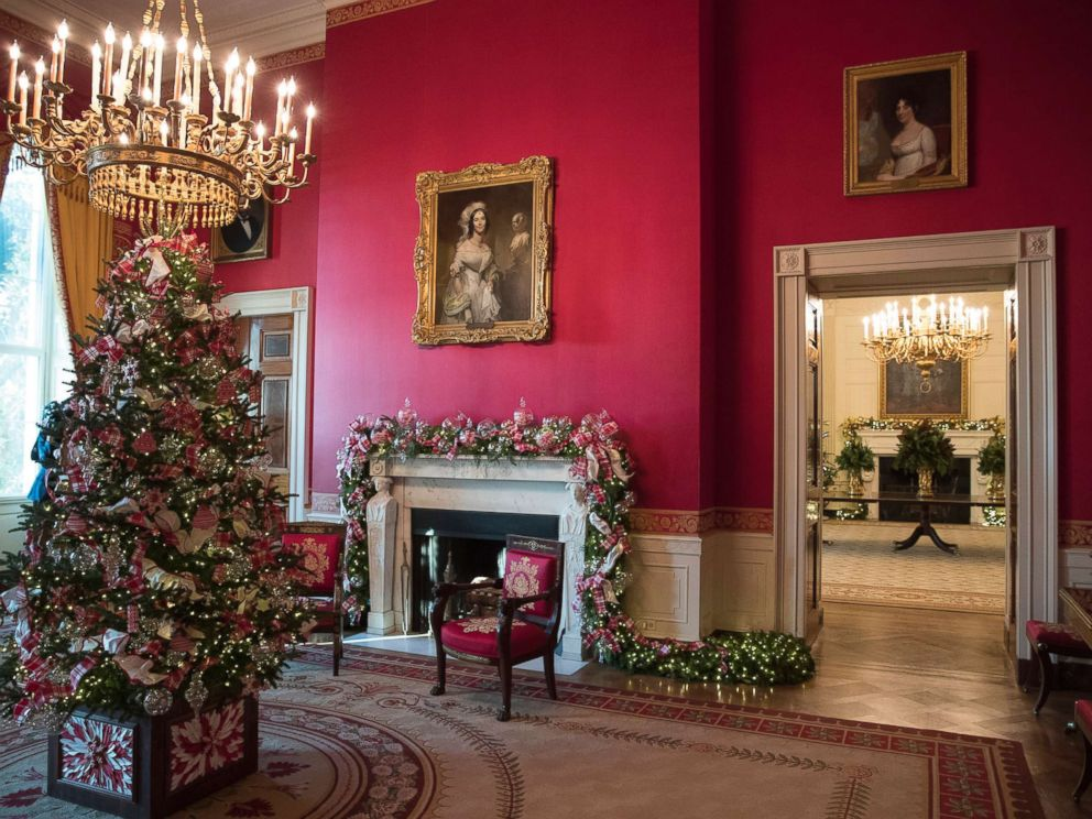 PHOTO: The Red Room decorated as part of 2017 holiday decorations at the White House in Washington, D.C., Nov. 27, 2017.