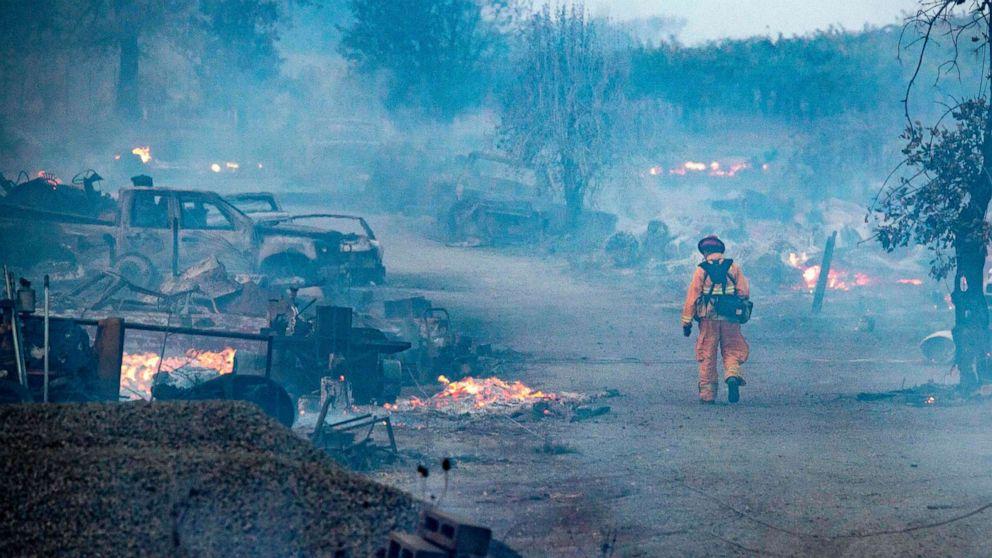 Waldbrände fordert neue Evakuierungen, bedroht Tausende Häuser
