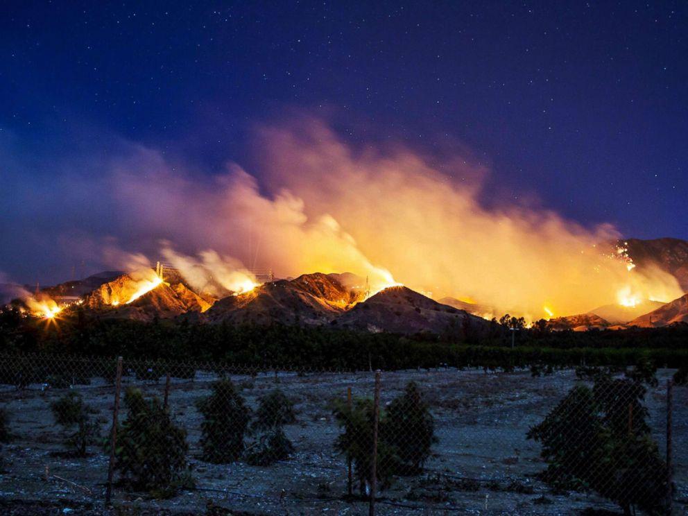 PHOTO: The Thomas Fire burns along a hillside near Santa Paula, Calif., on Dec. 5, 2017.