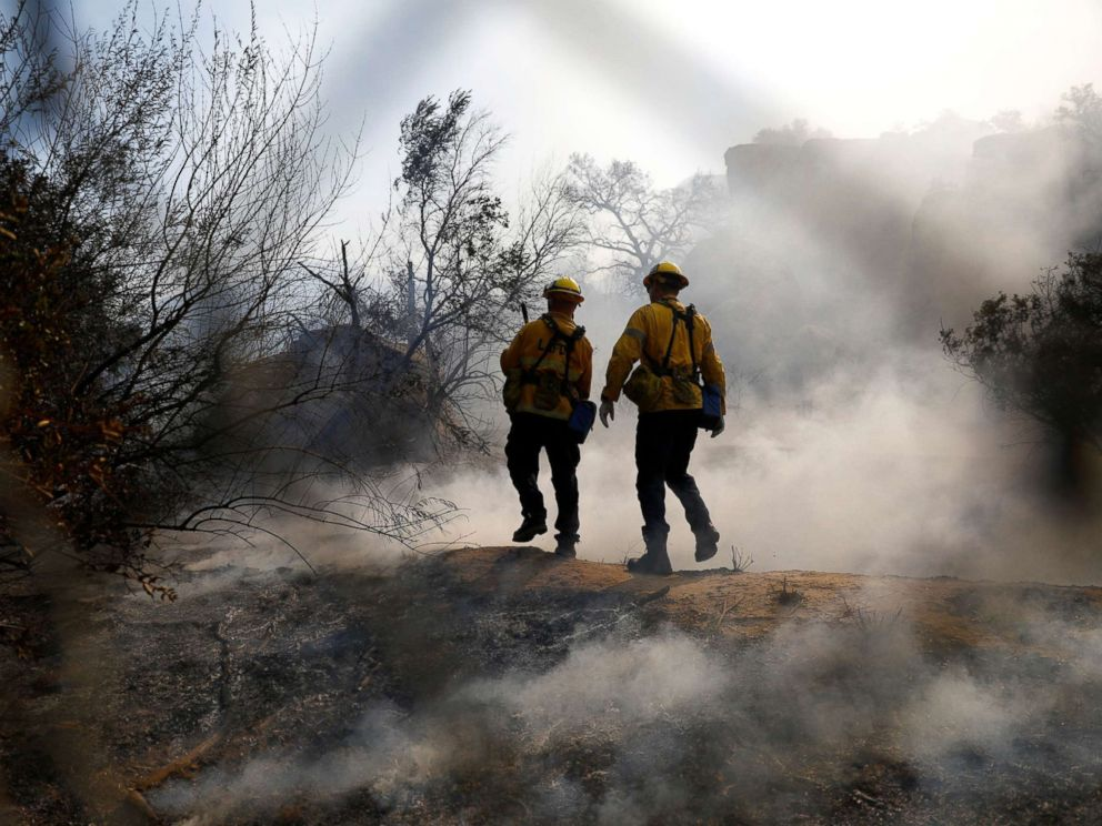 PHOTO: Firefighters battle the Peak fire in Simi Valley, Calif., Nov. 12, 2018.