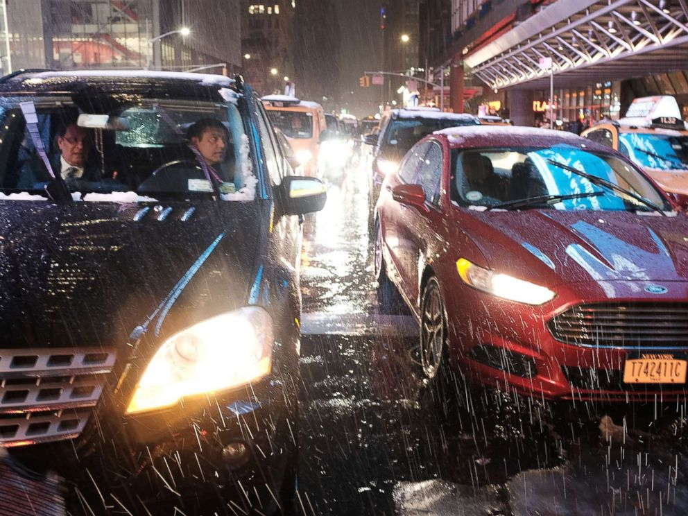 PHOTO: Cars pause at a light as a wintry mix of snow, rain and ice fall during the evening commute in Manhattan on Nov. 15, 2018 in New York.