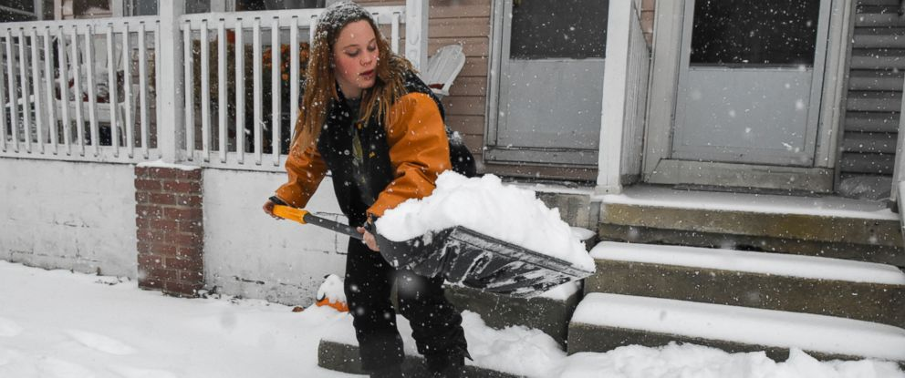 PHOTO: Ileina Weber shovels snow in front of her house in Schuylkill Haven, Pa., on Nov. 15, 2018.