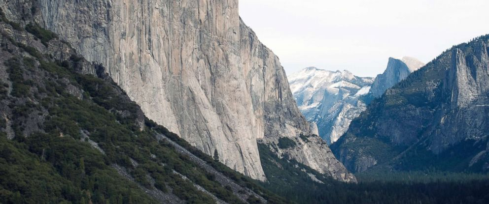 PHOTO The El Capitan Monolith In Yosemite National Park California On Dec 27