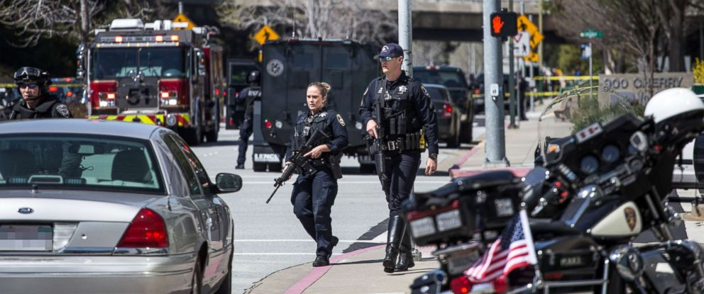 PHOTO: Police respond to a shooting at the YouTube headquarters in San Bruno, Calif., April 3, 2018.