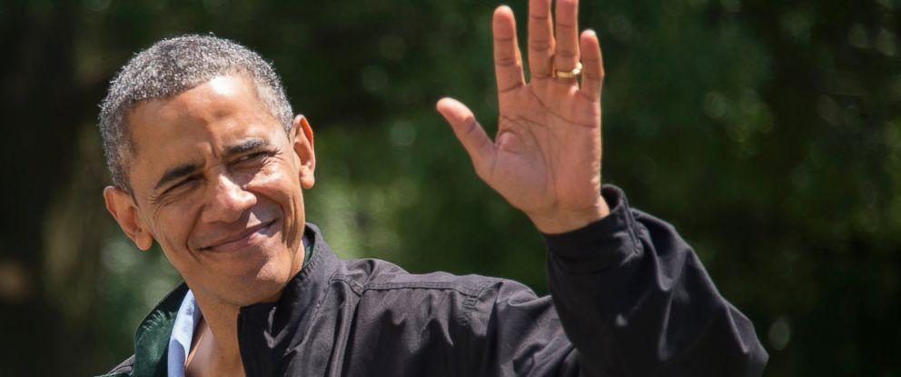PHOTO: President Barack Obama waves as he returns to the White House in Washington, Aug. 4, 2013.
