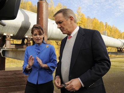 Charlie Gibson and Republican vice presidential candidate Sarah Palin talk about energy policy, climate change and the environment along the Trans-Alaska Pipeline outside Fairbanks.