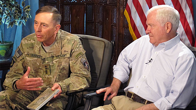 PHOTO: David Petraeus and Robert Gates