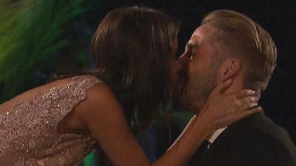 Season Finale Of The Bachelorette Ends With Proposal Video Abc News
