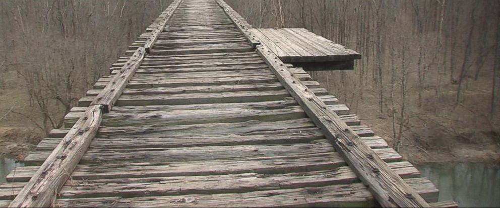 VIDEO: Two teenage girls killed while hiking in Indiana