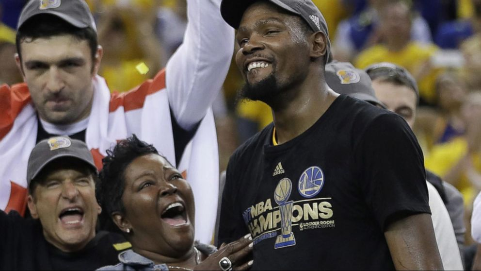 9b28fa9689d7 Kevin Durant gets long-awaited NBA championship after Warriors win 2nd  title in 3 years over Cavs - ABC News
