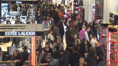 'VIDEO: Last-minute shoppers may get some great deals this holiday season' from the web at 'https://s.abcnews.com/images/WNT/171222_wn_jarvis_16x9_384.jpg'
