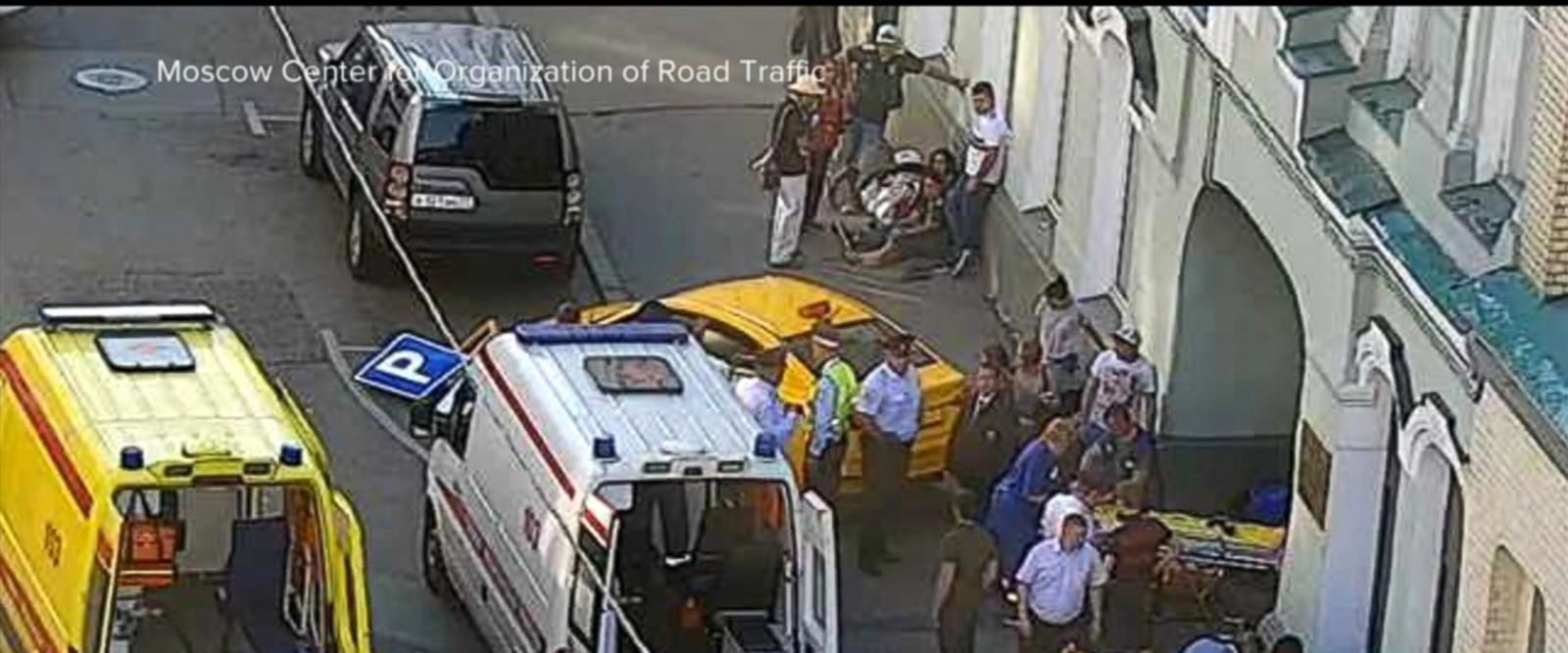 VIDEO: Speeding taxi runs into crowd of tourists on Moscow sidewalk