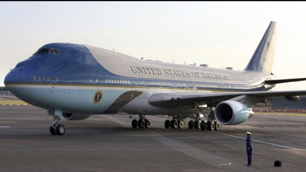 meilleure sélection 4b9ad 0ba05 Trump orders redesigned red, white and blue Air Force One ...