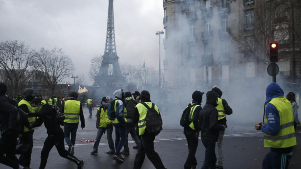 Angry Protestors Take To The Streets In Paris Again Video