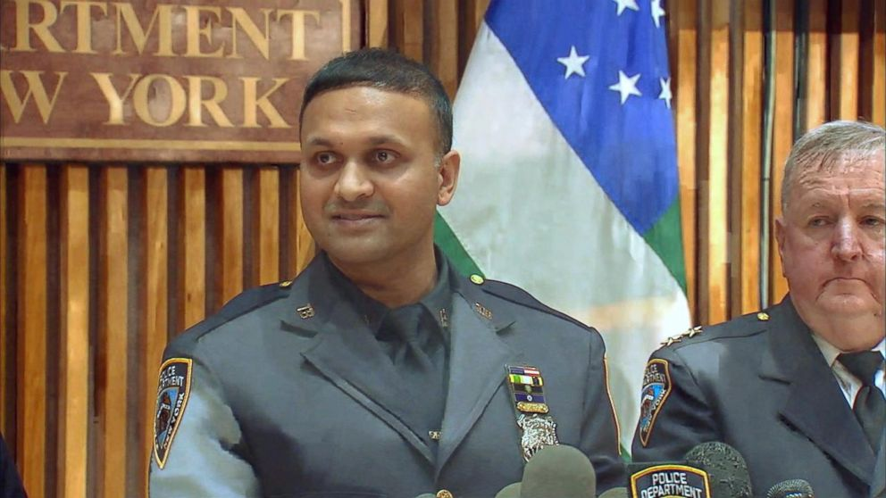 VIDEO: NYPD officer fights off attackers