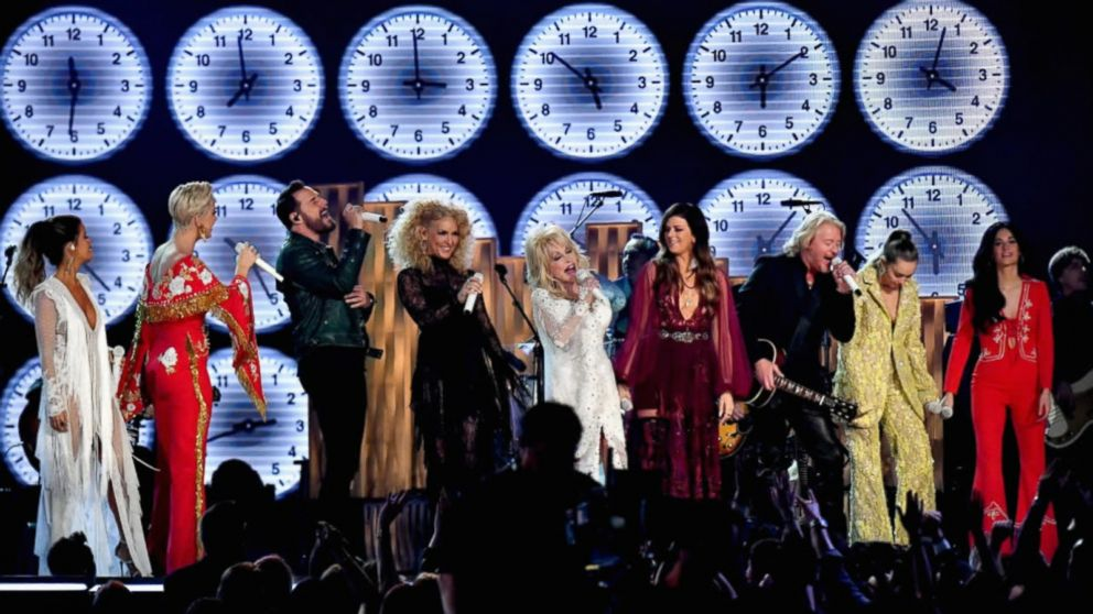 Dolly Parton star-studded tribute performance lights up 2019